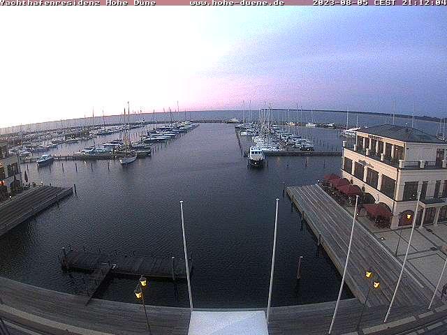 Rostock webcam - Yachthafenresidenz Hohe Duene Yacht Harbour webcam, Mecklenburg-Vorpommern, Warnemuende