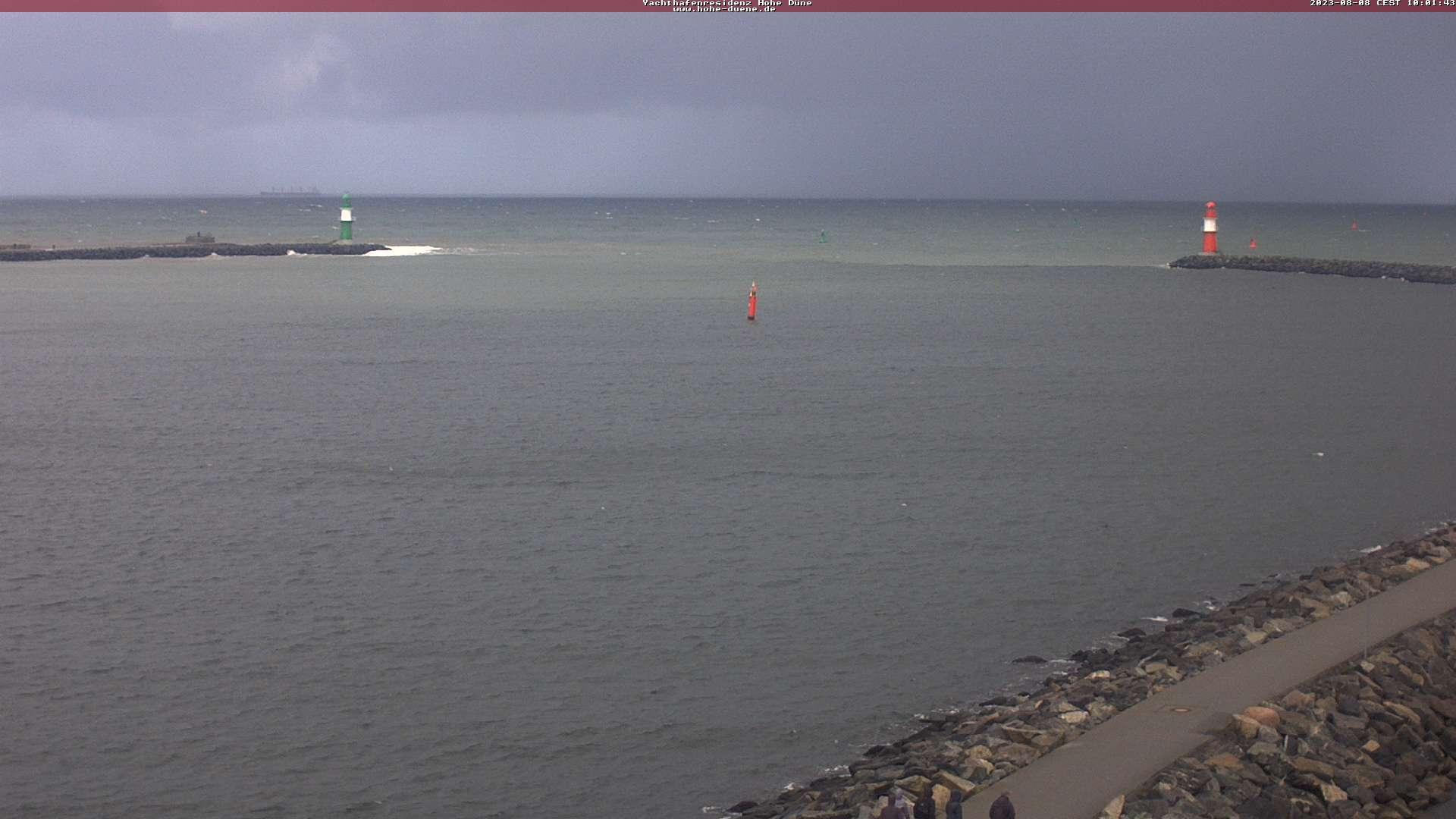 LLiveblick auf die Hafeneinfahrt und das Molensystem von Warnemünde